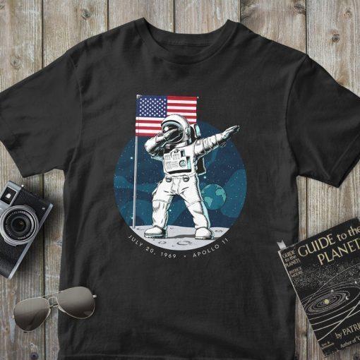 Apollo 11, Dabbing Astronaut, 50th Anniversary 1969-2019, Moon Landing Gift T-Shirt